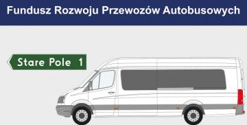 Napis Fundusz Rozwoju Przewozów Autobusowych nad tablicą kierunkową do Starego Pola oraz busem do przewozu osób