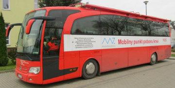Zdjęcie autobusu, w którym przeprowadzano akcję poboru krwi