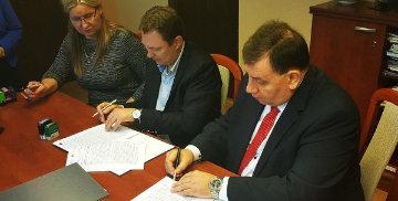 Podpisanie ważnych dokumentów